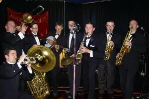 Andrew Nolte and Orchestra bringing some 1920's style swing to Paris Cat Jazz Club, Friday 14 August
